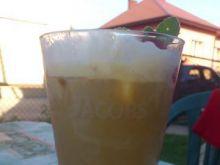 Mrożona kawa z musem malinowym i lodami