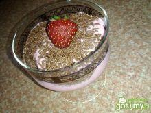 Mrożony deser z truskawkami