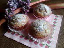 Muffini z rabarbarem i cukrem pudrem
