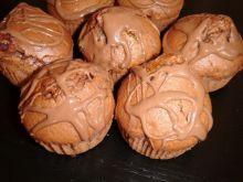Muffinki czekoladowe z dodatkiem brzoskwiń