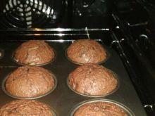 Muffinki czekoladowe z gruszką z kompotu