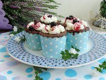 Muffinki czekoladowe z kremem i jeżynami