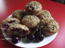 Muffinki czereśniowe z orzechową posypką