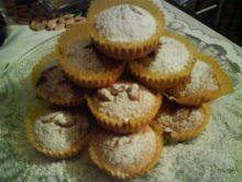 Muffinki jasne z orzeszkami:)