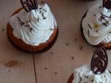 Muffinki jogurtowe z ananasem i brzoskwinią