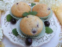 Muffinki jogurtowo-kokosowe z wiśniami