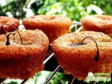 Muffinki  kokosowe z czereśniami