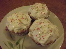 Muffinki lekko migdałowe z czekoladą