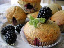 Muffinki makowe z jeżynami