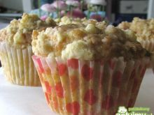 Muffinki szarlotki z kruszonką z chałwą