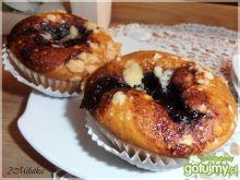 Muffinki z białą czekoladą i konfiturą