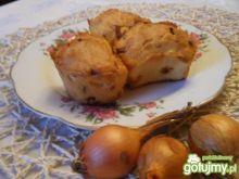 Muffinki z cebulą i czosnkiem