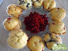 Muffinki z jagodami i porzeczkami