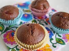 Muffinki z karobem i truskawkami