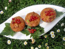 Muffinki z malinami i czerwoną porzeczką