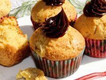 Muffinki z masłem orzechowym i kawałkami banana