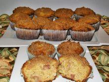 Muffinki z rabarbarem i cynamonową kruszonką
