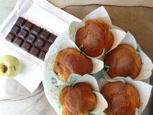 Muffinki z tartym jabłkiem i czekoladą