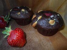 Muffinki z truskawkami i czekoladą