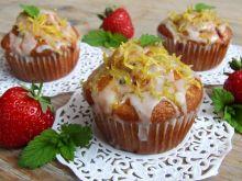 Muffinki z truskawkami i miętowo-cytrynowym lukrem