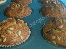 Muffinki z wiśnią i pestkami słonecznika