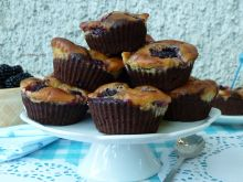 Muffinko-serniko-brownie z jeżynami