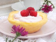 Muffinkowe miseczki z kremem malinowym