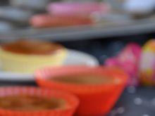 Muffinkowe serniczki z domowym kajmakiem
