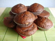 Muffiny czekoladowe z bananami i dżemem