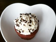 Muffiny czekoladowe z kremem śmietanowym - Czekoladowe muffinki z kremem śmietankowym