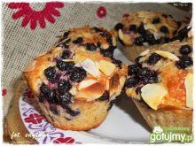 Muffiny jagodowe z płatkami migdałów