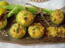 Muffiny musztardowe z cebulą i żółtym serem