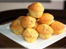 Muffiny waniliowe z orzechami