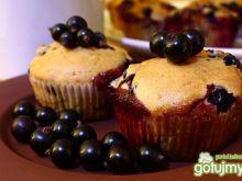 Muffiny z czarną porzeczką i czekoladą.