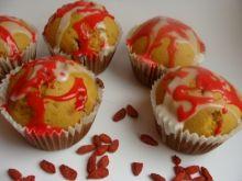 Muffiny z jagodami goji i trawą