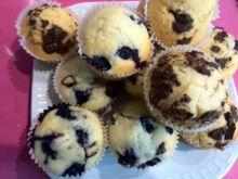 Muffiny z jagodami i czekoladą