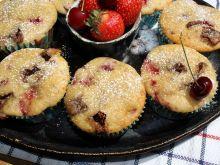 Muffiny z truskawkami, czereśniami i czekoladą