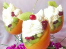 Mus brzoskwiniowy z owocami i bitą śmietaną wg Di