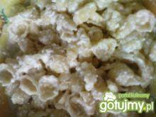 Muszelki z serem w sosie czosnkowym