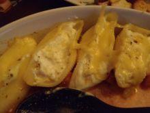 Muszle z farszem serowym w sosie