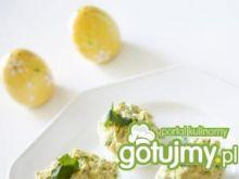 Nadziewane jajka z żółtym serem