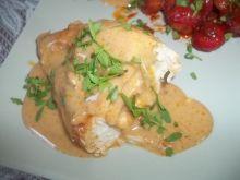 Nadziewane piersi z kurczaka w sosie serowym