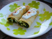 Naleśniki szpinakowo-jajeczne z sosem
