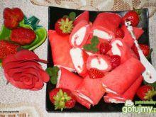 Naleśniki truskawkowe z białym serem i t