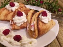 Naleśniki z białym serem i malinami