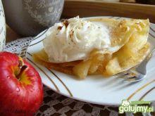 Naleśniki z jabłuszkiem i bitą śmietaną