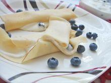 Naleśniki z jogurtem greckim i borówkami