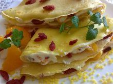 Naleśniki z mandarynkami i owocami goji