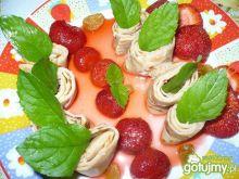 Nalesniki z musem truskawkowym