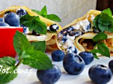 Naleśniki z serem, borówką i miętą